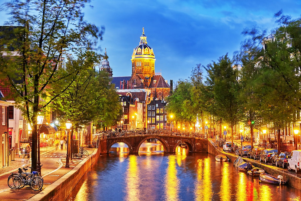 Night view of Amsterdams canals