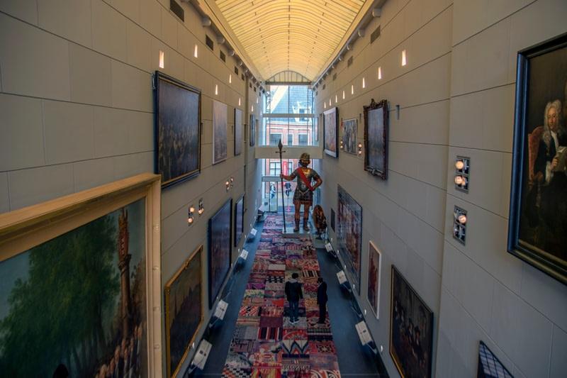 Explore a free hallway of art & history of Amsterdam