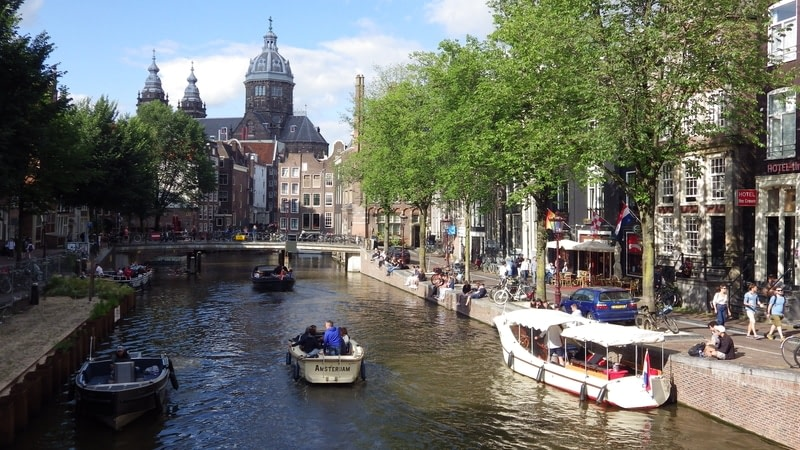 Cruise Amsterdam's canals
